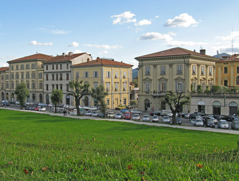 Lucca Travel Guide